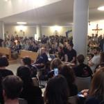 Fedeli alla celebrazione eucaristica all'interno della chiesa dell'ospedale